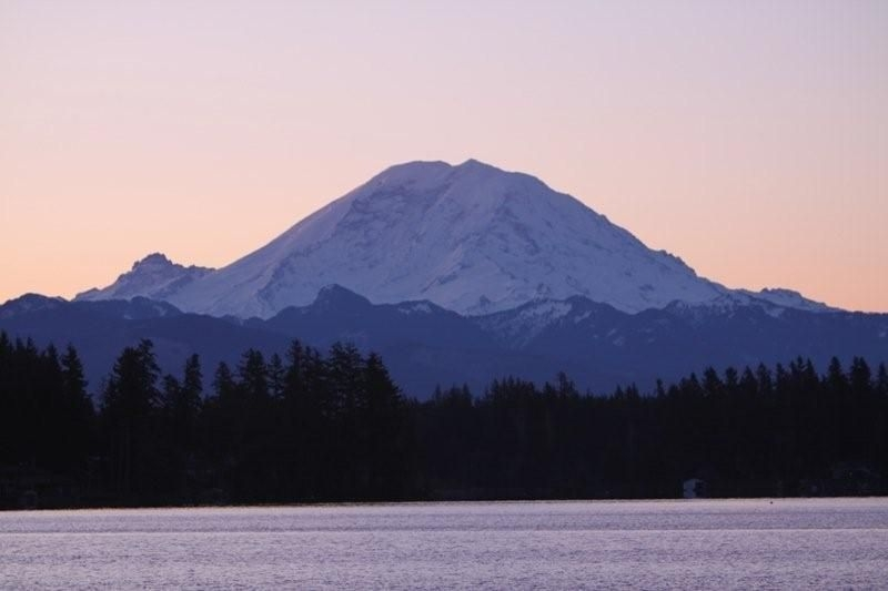 black-diamond-view-of-mt-rainer-from-lake-sawyer