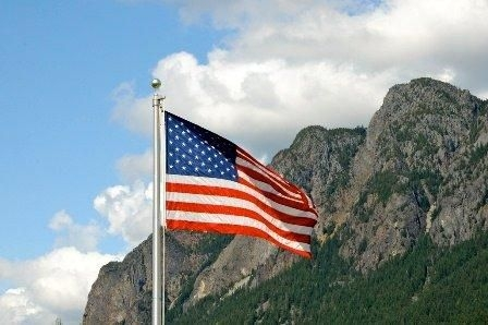 north-bend-flag-in-front-of-mt-si