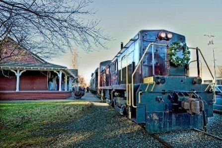 north-bend-train-with-wreath-image-006