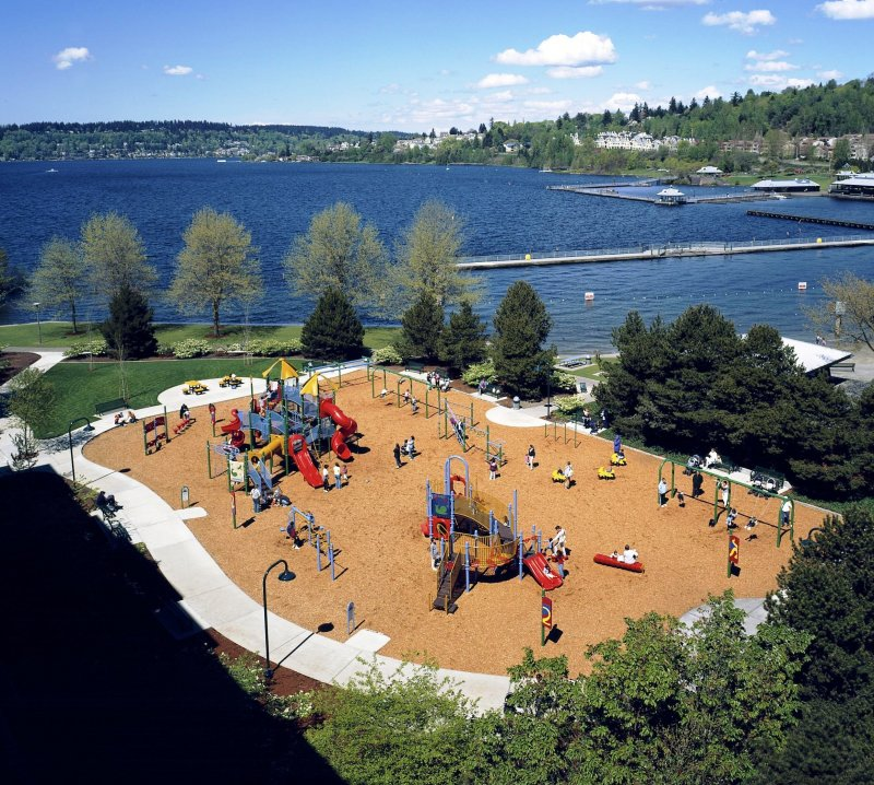 coulon-overlook-at-playground-and-lake